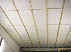 Крепление пенопласта к потолку — варианты