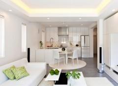 Потолок в кухне-гостиной — варианты оформления