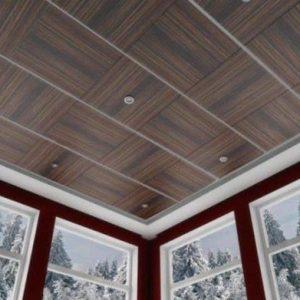 Преимущества и порядок отделки панелями потолка веранды