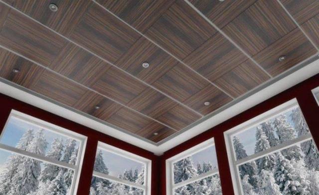 Отделка потолка веранды панелями - преимущества и порядок монтажа