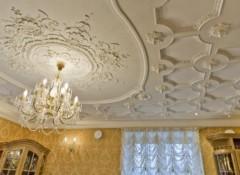 Особенности и применение полиуретанового декора для потолка