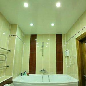 Потолок в ванной — варианты отделки