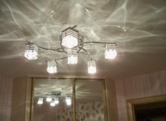 Люстра или светильник для натяжного потолка — как правильно выбрать?