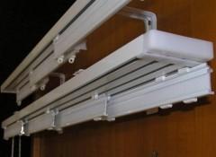 Особенности и установка пластиковых потолочных карнизов