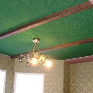 Особенности, плюсы и минусы бархатных натяжных потолков