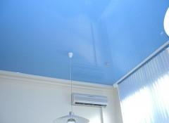 Различные варианты голубых потолков — какой выбрать?