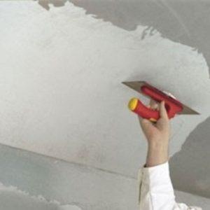Выступы плит на потолке — как их заделать?