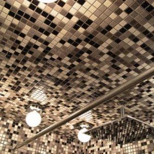 Виды и особенности отделки потолка мозаикой