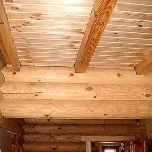 Дом из бревна — какой потолок выбрать?