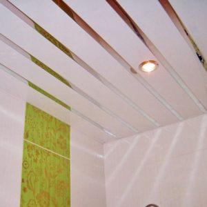 Особенности, плюсы и минусы реечных потолков итальянского типа