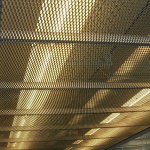 Преимущества и особенности сетчатых натяжных потолков