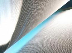 Особенности, плюсы и минусы использования стеклообоев на потолке