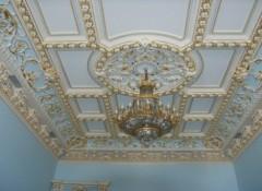 Особенности и варианты создания потолков в дворцовом стиле