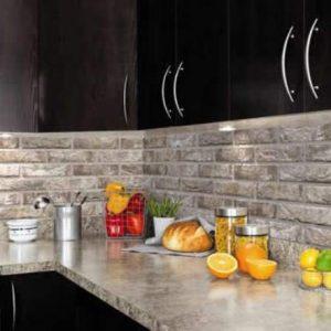 Отделка стен на кухне искусственным камнем