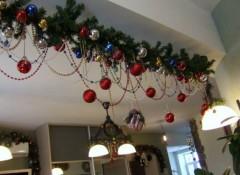 Варианты новогодних украшений на потолок