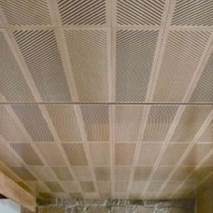 Особенности, плюсы и минусы металлических перфорированных потолков
