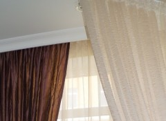 Оформление штор под потолочным плинтусом