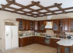 Как выполняется крепление разных видов бруса к потолку?