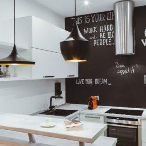 Грифельная стена на кухне — как ее сделать?