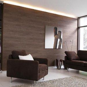 Плюсы, минусы и примеры отделки стен гостиной ламинатом