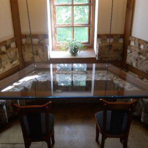 Модели и преимущества подвесных столов на кухне
