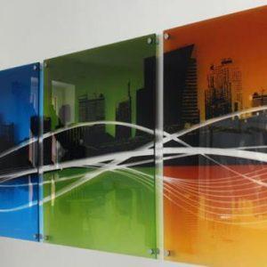 Особенности и плюсы стеклянных картин на стену