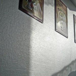 Преимущества, недостатки и примеры использования стеклянных обоев для стен
