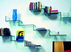 Преимущества, недостатки и особенности применения стеклянных полок на стену