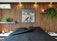 Использование деревянных реек для отделки стен