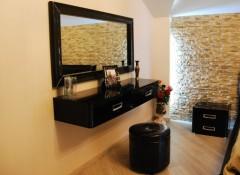 Особенности и разновидности подвесных туалетных столиков