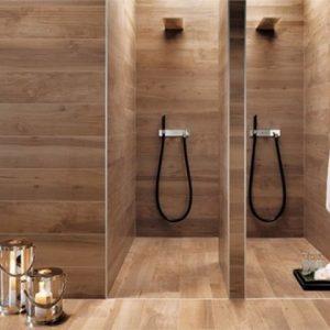 Использование на стенах ванной плитки под дерево