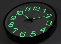Разновидности и особенности светящихся часов на стену