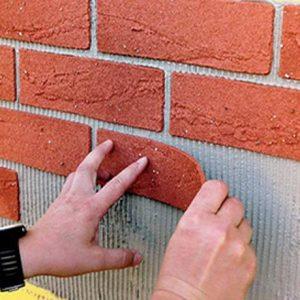 Особенности, плюсы и минусы отделки стен гибким кирпичом