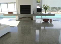 Преимущества и недостатки применения в интерьере полированных бетонных полов