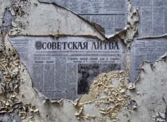 Старые газеты на стенах — как их снять?