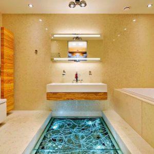 Использование в ванной стеклянных полов