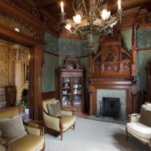 Особенности и применение в интерьере готического стиля