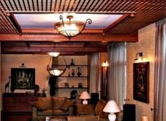 Виды, плюсы и минусы потолка — деревянной решетки