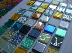 Преимущества и недостатки использования на полу стеклянной плитки