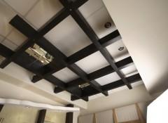 Варианты создания потолков с деревянными вставками