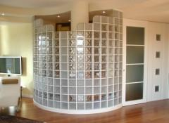 Использование в интерьере стеклянных кирпичей