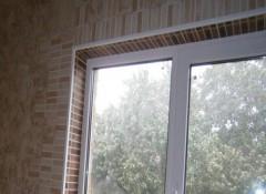 Использование плитки для отделки окна на кухне