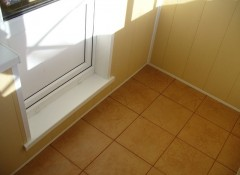 Использование плитки для отделки пола на балконе