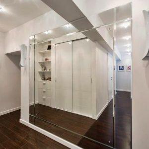 Использование в интерьере зеркальных стен