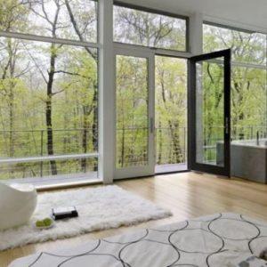 Варианты интерьера в доме с панорамными окнами