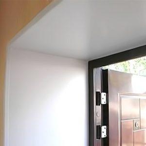 Использование пластика для отделки дверных откосов