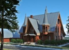 Использование готического стиля в оформлении фасада