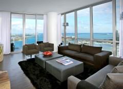 Гостиная с панорамными окнами — как оформить интерьер?