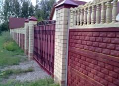 Забор из бетона — как его покрасить?