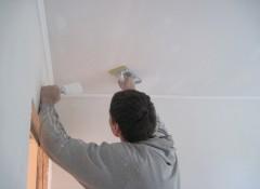После шпаклевки потолка — как шлифовать?